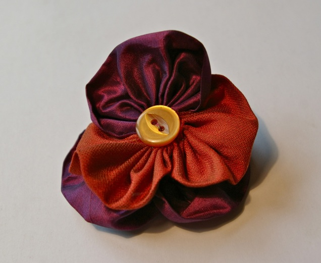 silk and button pansy
