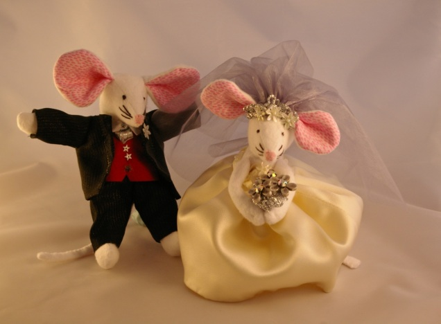 mouse wedding couple