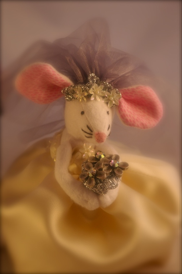 soft focus mouse bride