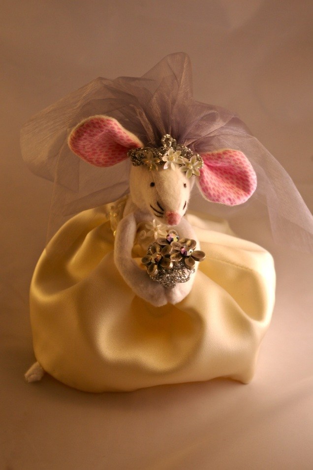 Ellen Mouse bridal closeup