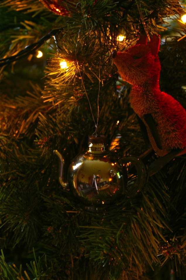 note my reflection in the teapot bauble...tripod and all; very proper!