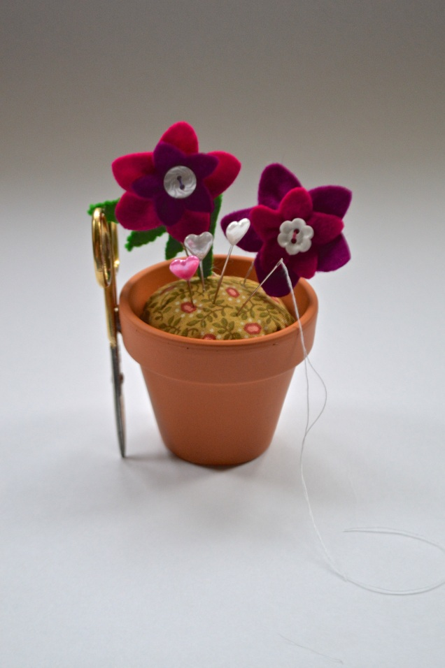 flower pot pincushion with felt flowers